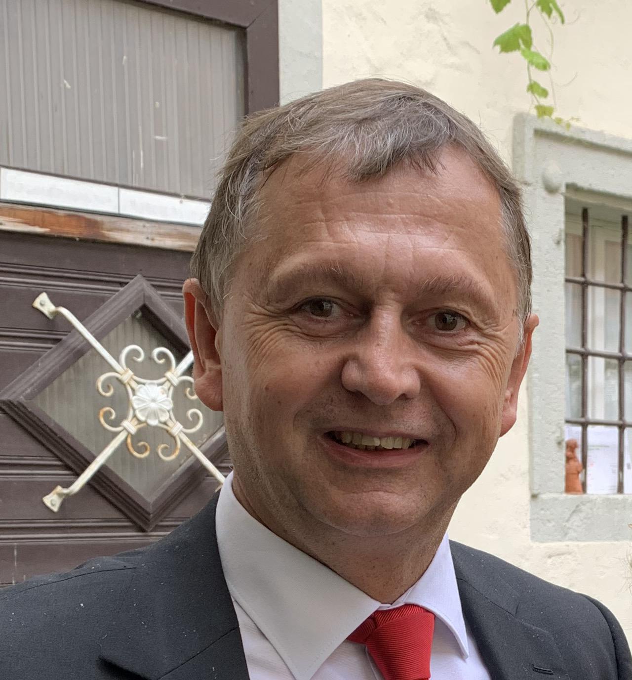 Ernest Schäffer, Geschäftsführer LKV Bayern e. V.         Geschäftsführer LKV Beratungsgesellschaft mbH,     Geschäftsführer LKV Service GmbH